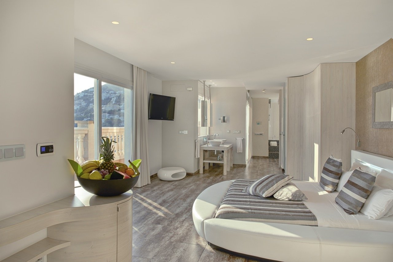 Penthouse Suite in Roses